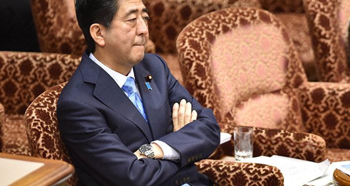 Shinzo Abe durante a sessão do parlamento japonês de 28 de julho de 2015