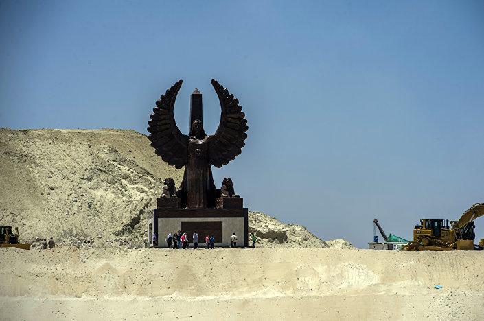 Monumento instalado em Ismailia, onde começa a segunda via do canal de Suez