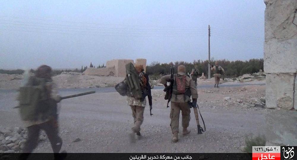 Militantes do Estado Islâmico em Al Quariatain.