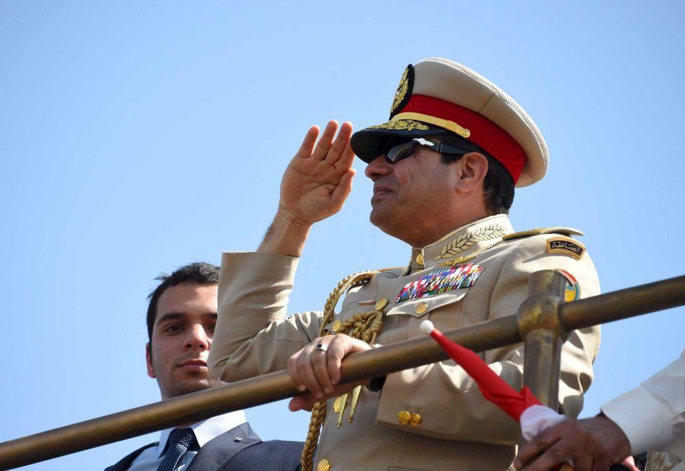 Abdul Fatah Khalil al-Sisi, presidente egípcio, visita a cerimônia de abertura da nova via do canal de Suez na cidade de Ismailia