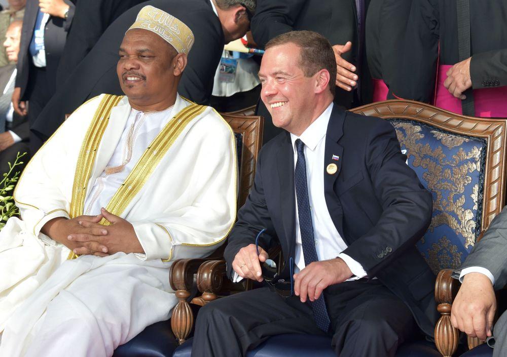 Dmitri Medvedev, chefe do governo russo, na cerimônia de abertura da nova via do canal de Suez na cidade de Ismailia