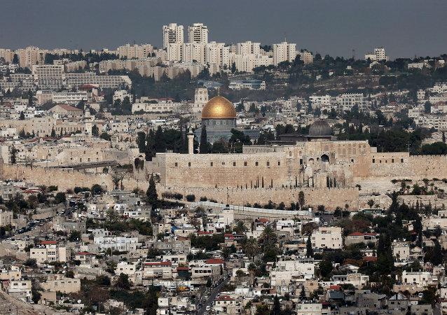Vista geral mostra Cúpula da Rocha e mesquita Al-Aqsa na Cidade Velha de Jerusalém, Israel, 21 de novembro de 2014