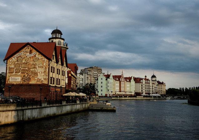 Parece que é a Alemanha, não é? Mas isto é a cidade de Kaliningrado da Rússia. È o exclave russo entre a Polónia e a Lituânia, à beira do Mar Báltico.