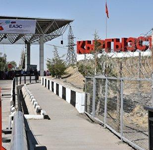 Ponto de controle fronteiriço entre o Quirguistão e o Cazaquistão em 12 de agosto de 2015