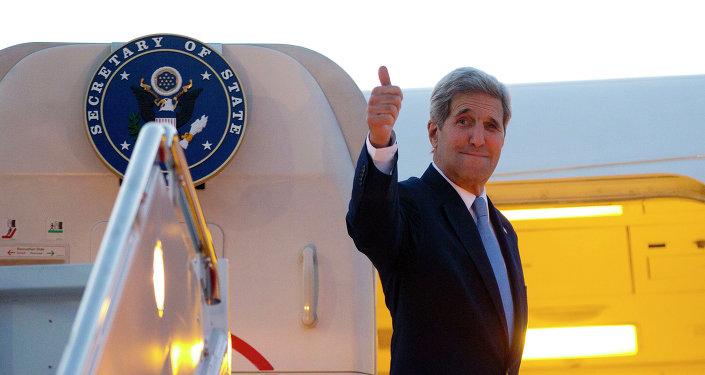 O secretário de Estado norte-americano, John Kerry, em viagem a Cuba para a cerimônia de hasteamento da bandeira dos EUA em Havana, nesta sexta-feira, 14
