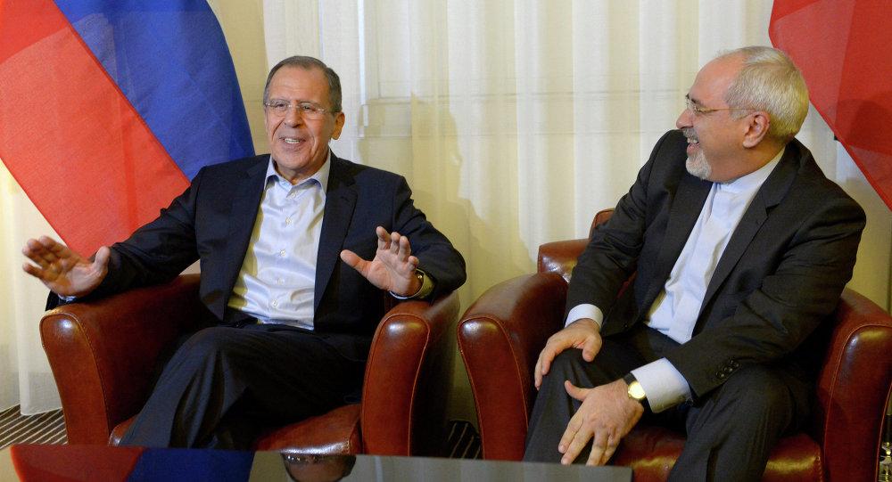 Reunião entre o chanceler russo Serguey Lavrov e o seu homólogo iraniano, Mohammad Javad Zarif.