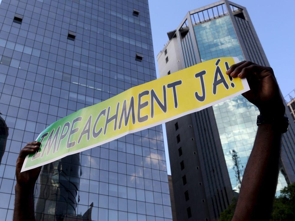 Um dos lemas dos protestos contra a presidenta Dilma Rousseff e o Partido de Trabalhadores, que está no poder. São Paulo, 16 de agosto de 2015.