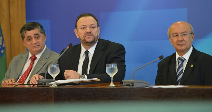 Líderes do PT no Senado e na Câmara, José Guimarães e José Pimentel, e o ministro da Comunicação Social, Edinho Silva