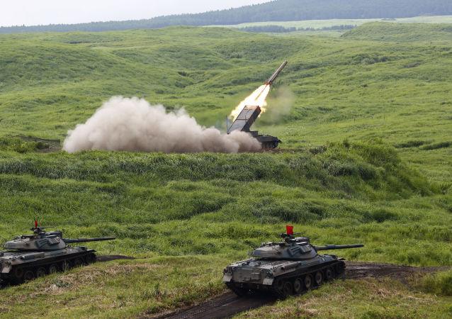 Exercícios militares no Japão. 18 de agosto de 2015