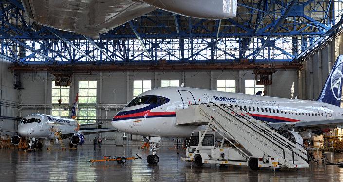 Avião Sukhoi Superjet 100