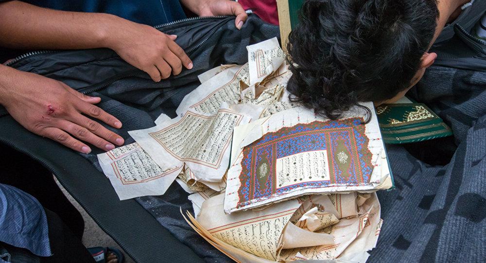 Páginas do Corão rasgadas