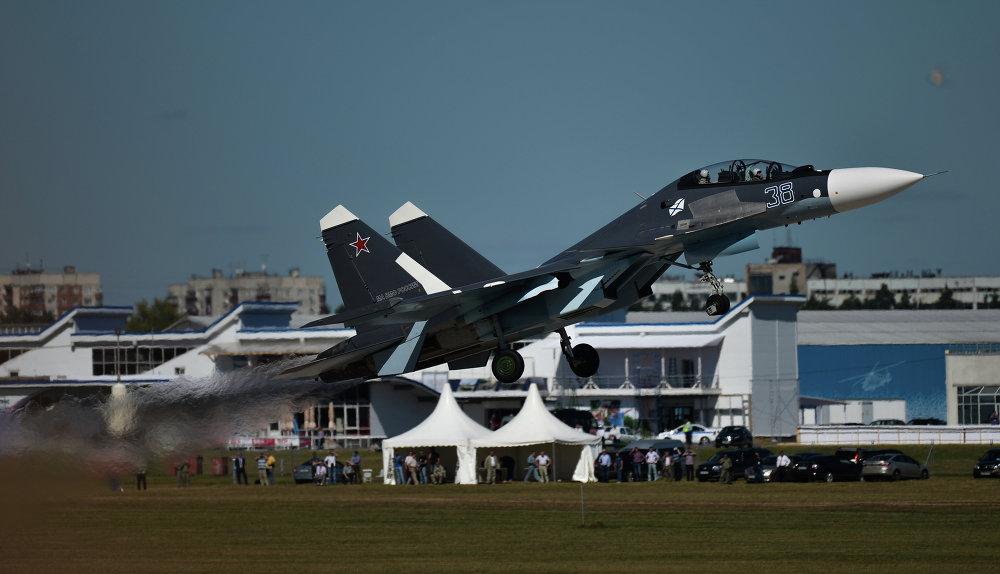 O caça Sukhoi Su-27 no ensaio final de abertura do MAKS 2015
