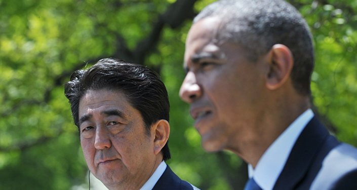 O primeiro-ministro do Japão, Shinzo Abe, ao lado do presidente dos Estados Unidos, Barack Obama