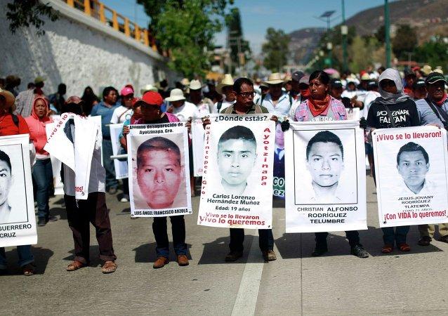 Familiares de los estudiantes desaparecidos