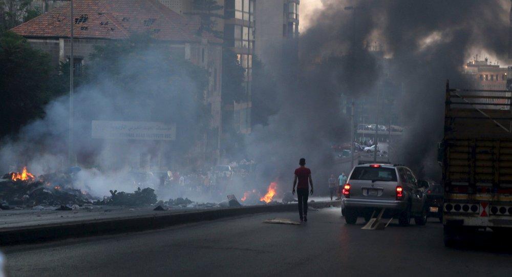 Protesto contra crise no sistema de coleta de lixo em Beirute, no Líbano, em 25 de julho de 2015