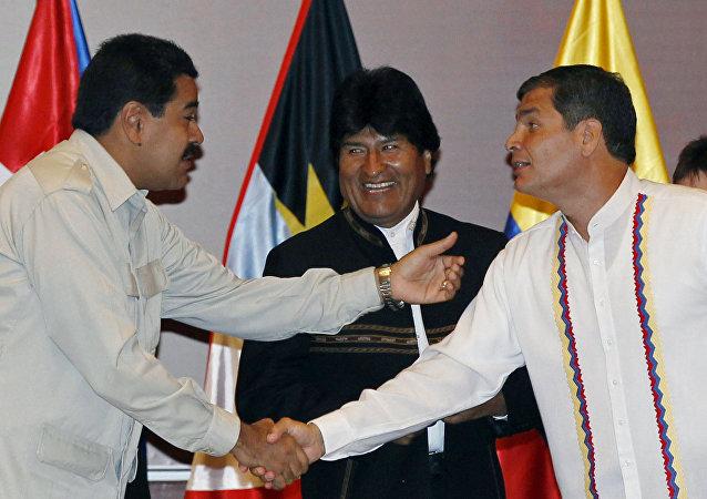 Nicolás Maduro, Evo Morales e Rafael Correa durante a abertura da ALBA