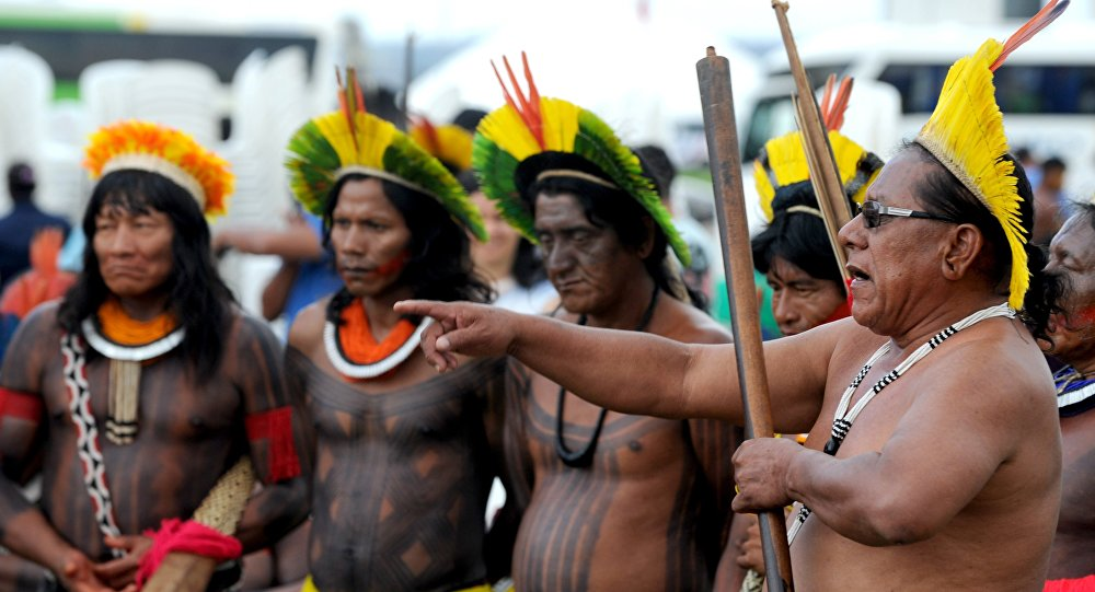 Indígenas durante uma reunião de caciques em Brasília, em 2013.