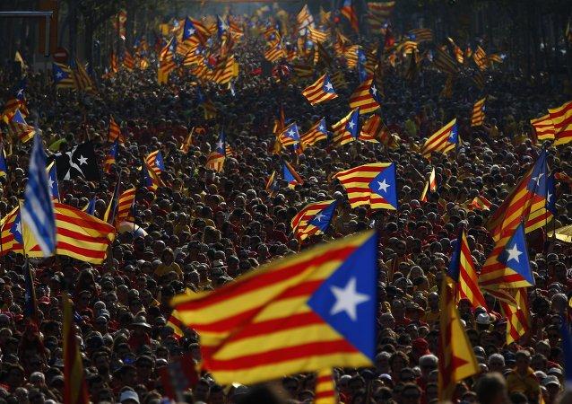 Bandeiras da Catalunha durante protestos em setembro de 2014 na cidade de Barcelona, Espanha