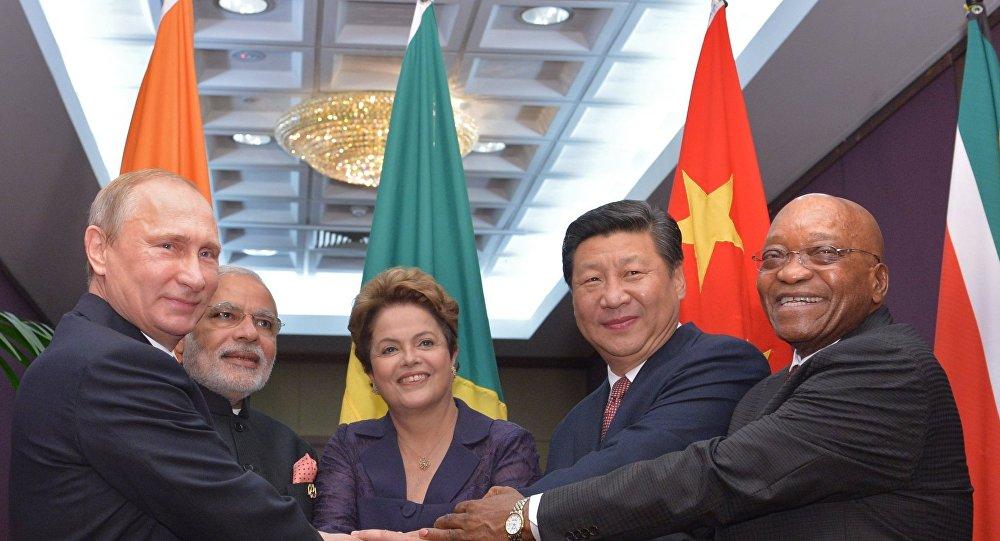 Presidente russo Vladimir Putin, premiê indiano Narendra Modi, presidente brasileira Dilma Rousseff, presidente chinês Xi Jinping and presidente sul-africano Jacob Zuma