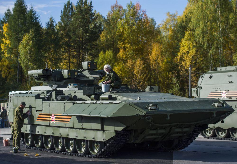 Preparativos do tanque T-15 Armata para a exposição internacional de equipamento militar Russia Arms Expo