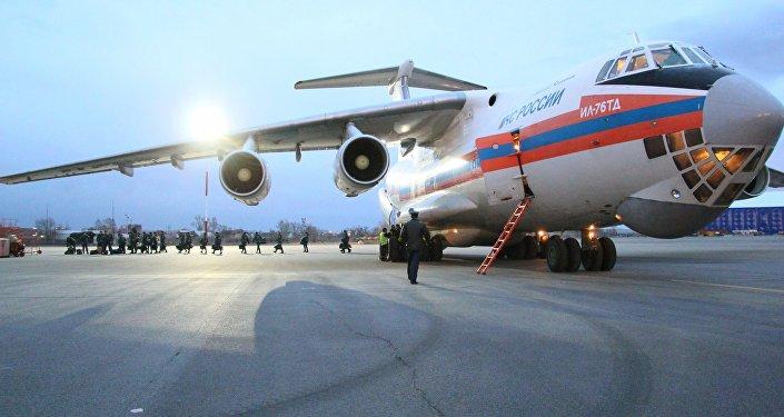 Avião do Ministério para Situações de Emergência russo