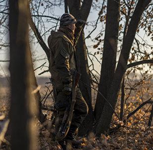 Combatente da autoproclamada República Popular de Lugansk em Donbass