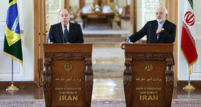 Mauro Vieira (esquerda) e Javad Zarif (direita) durante a visita do chanceler brasileiro ao Irã em 13 de setembro