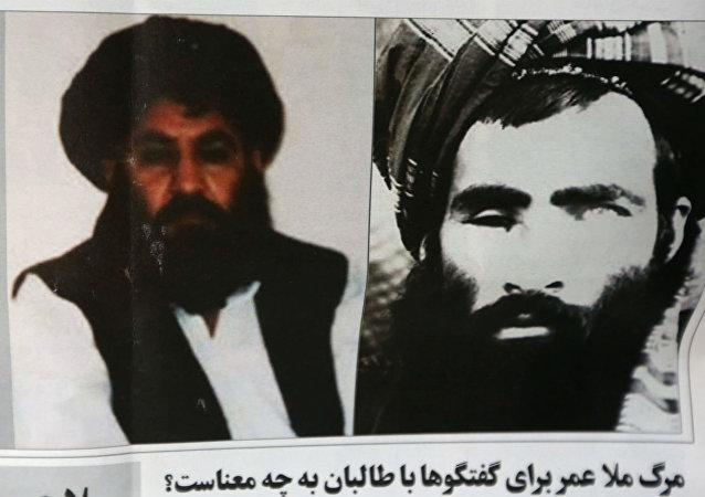Um jornal afegão noticiou a escolha de mulá Mansour [à esq.] para substituir mulá Omar.