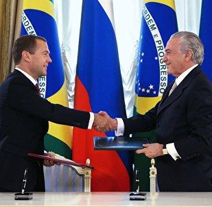 Premiê da Rússia Dmitry Medvedev com vice-presidente do Brasil Michel Temer em Moscou, em 16 de setembro