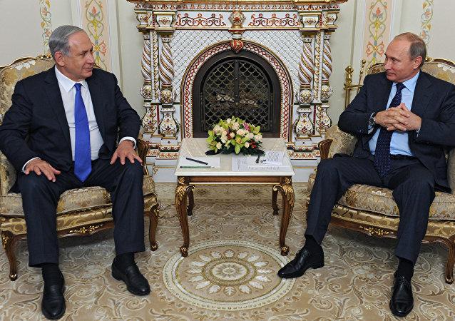 Vladimir Putin e Benjamin Netanyahu durante encontro em Moscou