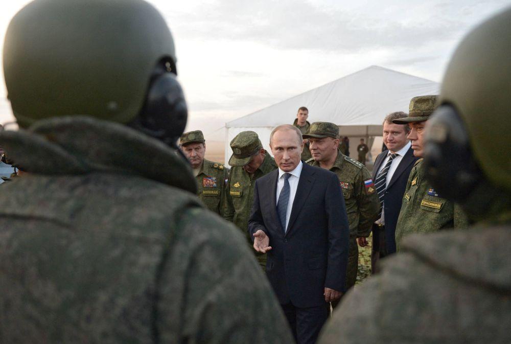Visita de trabalho do presidente russo Vladimir Putin ao campo de treinamento na região de Orenburg.