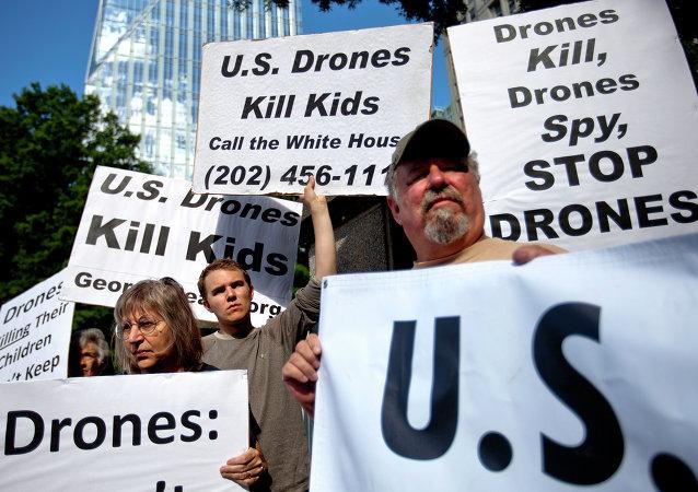 Arquivo. Imagem de um protesto realizado em Atlanta, em 28 de maio de 2013, contra o uso de drones em operações militares