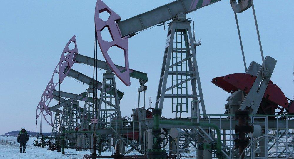 Campo de petróleo da Bashneft em Nikolo-Berezovka, Bashkortostan, Janeiro de 2015