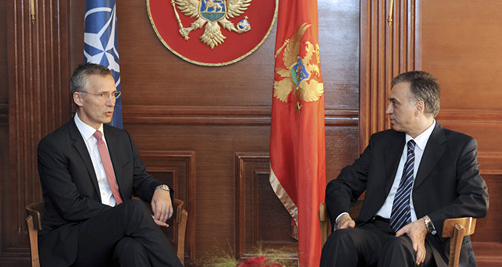 Secretário geral da OTAN Jens Stoltenber fala com presidente de Montenegro Filip Vujanovic