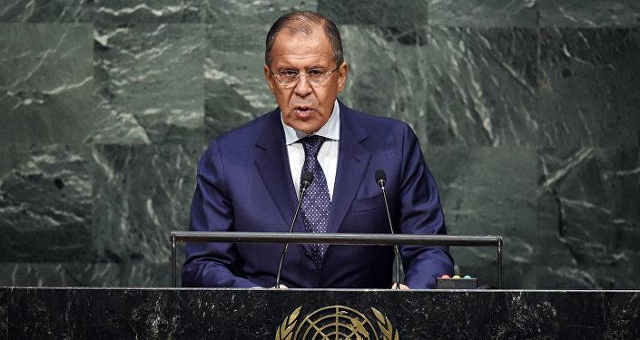 Ministro das Relações Exteriores da Rússia, Sergei Lavrov em pronunciamento da Assembleia Geral da ONU, em Nova Iorque, 27 de setembro, 2015.