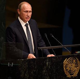 Presidente russo Vladimir Putin faz discurso na 70a sessão da Assembleia Geral da ONU, 28 de setembro de 2015