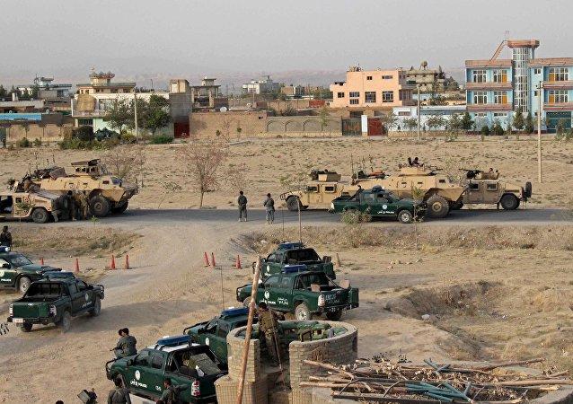 Forças de segurança do Afeganistão ocupam posições durante o combate na cidade de Kunduz, norte do Afeganistão, em 29 de setembro de 2015