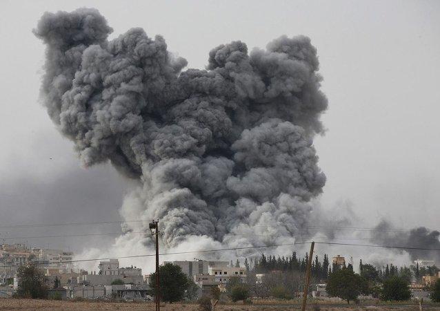 Fumaça perto da fronteira entre Síria e Turquia (foto de aquivo)
