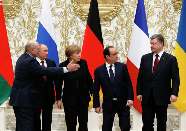 Presidente da Bielorrússia Alexander Lukashenko, Presidente da Rússia Vladimir Putin, Chanceler Alemã Angela Merkel, Presidente da França Francois Hollande e o Presidente da Ucrânia  Pyotr Poroshenko em Minsk