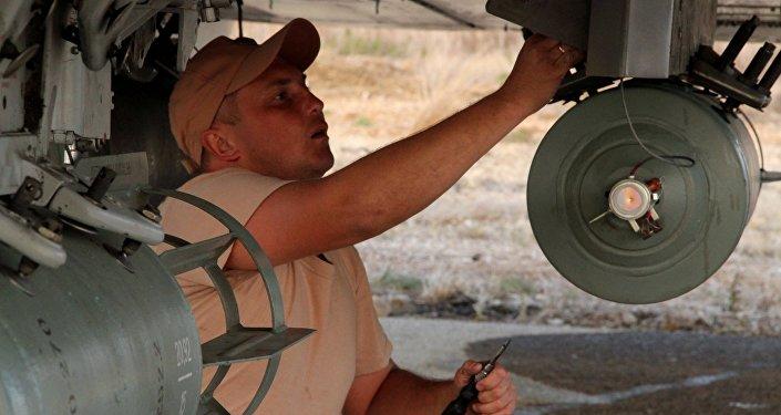 Manutenção de um caça Sukhoi na Síria