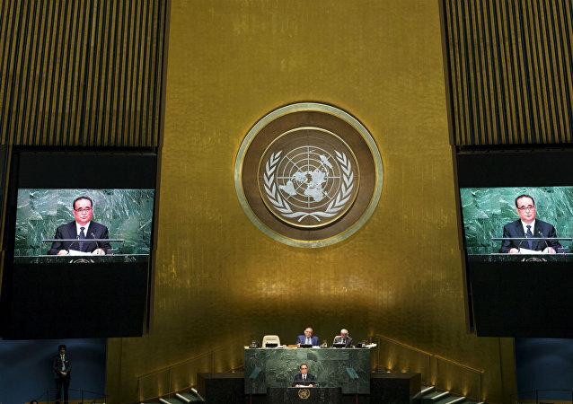 O ministro das Relações Exteriores da Coreia do Norte, Ri Su Yong, discursa na ONU.