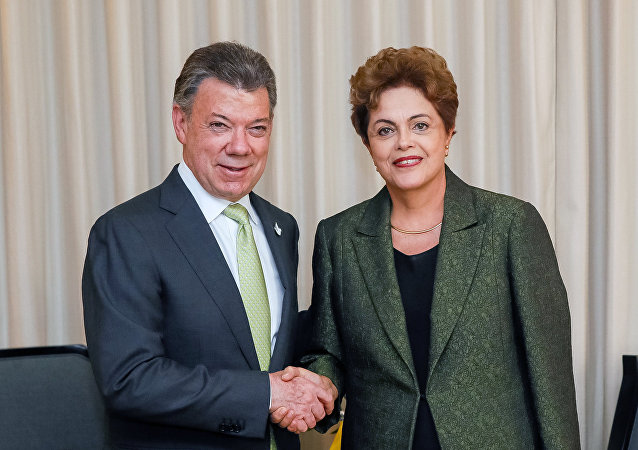 Dilma Rousseff e Juan Manuel Santos em encontro bilateral durante a Cúpula das Américas, em 10 de abril de 2015, no Panamá