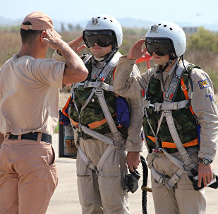 Pilotos militares russos na base aérea de Hmeymim, na Síria