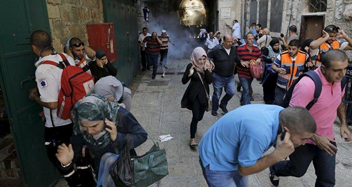 Confrontos entre polícia israelense e palestino na Cidade Velha de Jerusalém em 28 de setembro 2015