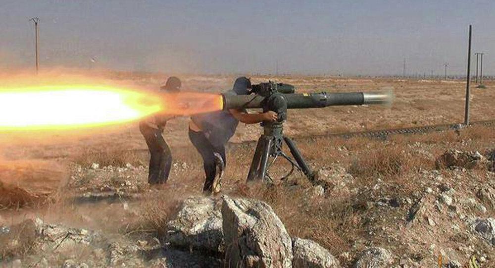 Militantes do Estado Islâmico lançam um míssil antitanque em Hassakeh, no nordeste da Síria, 26 de junho de 2015
