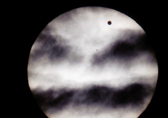 Ponto negro é o planeta Vênus. Hungria. 2012