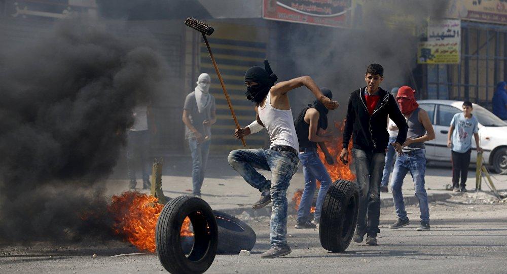Palestinos se revoltam contra o Exército israelense na Cisjordânia