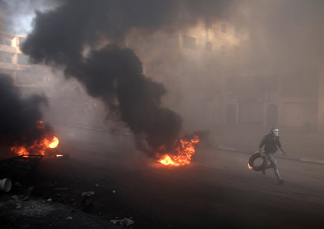 Conflito entre palestinos e israelenses em Jerusalém, nesta sexta-feira (9)