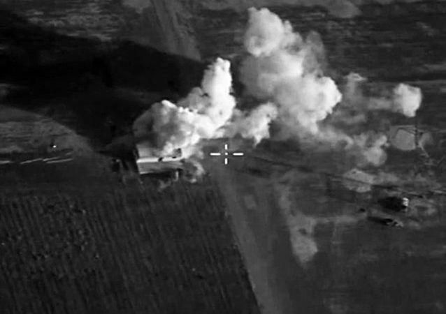Os ataques localizados das Forças Aeroespaciais contra o Estado Islâmico destruiram a infraestrutura e as posições do grupo terrorista na Síria.