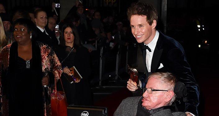 Stephen Hawking e Eddie Redmayne